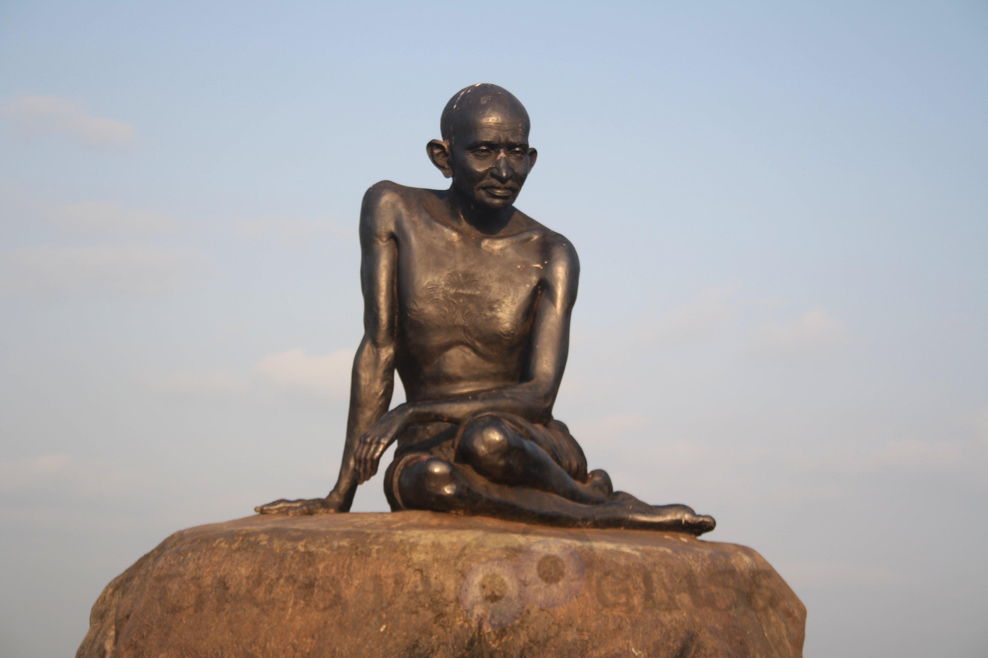 P,personality,Mahatma Gandhi, Father of the nation,a-z,pravin,pm,phenomenon,throo da looking glass,bangalore,malpe beach,udupi,karnataka,freedom,fight,dignity