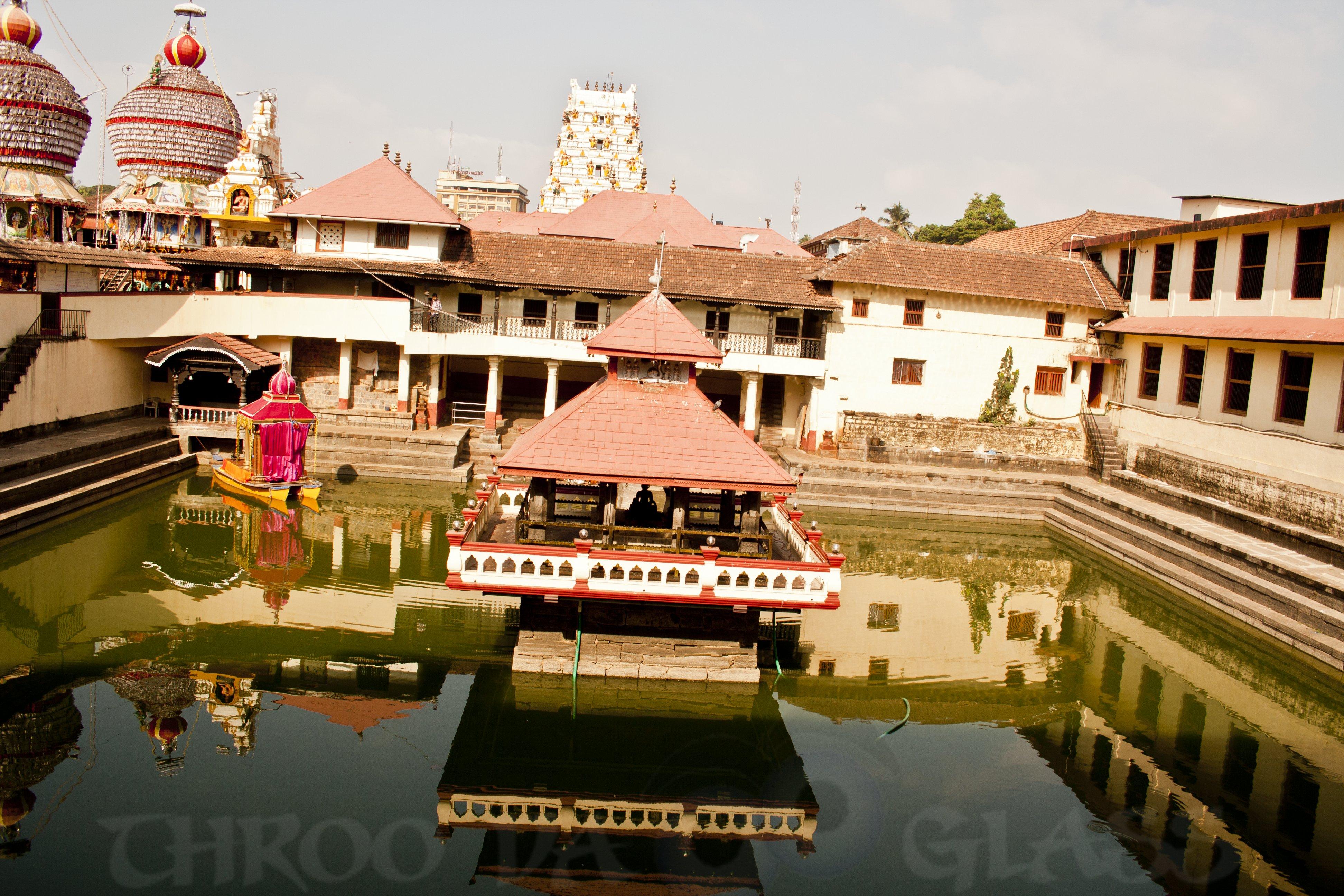 Q,quest,divine,divinity,Udupi,karnataka,a-z,god,pravin,pravs,pm,phenomenon,throo da looking glass,bangalore blog