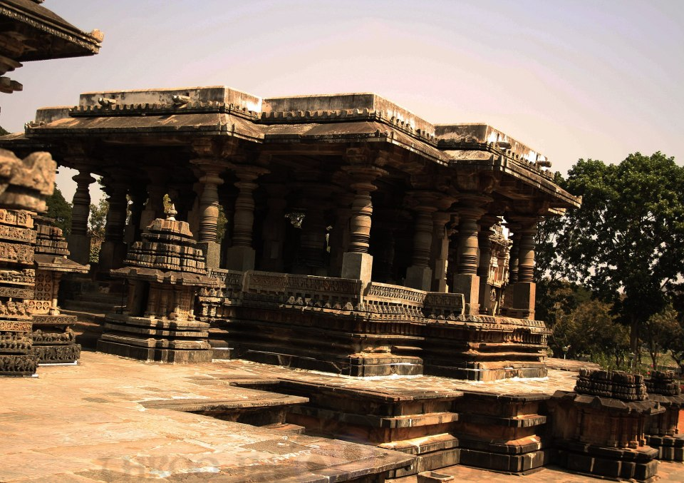 wednesday,abc,temple,T,wordless,abc,architecture,belur,karnataka,pravin,phenomenon,pm,throo da looking glass,bangalore blog